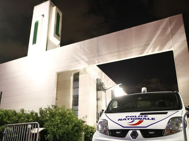 France: Un automobiliste tente de renverser des fidèles à la sortie de la mosquée de Créteil