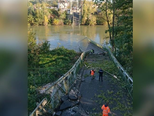 Un pont s'effondre à Mirepoix près de Toulouse, un camion et une voiture dans le Tarn