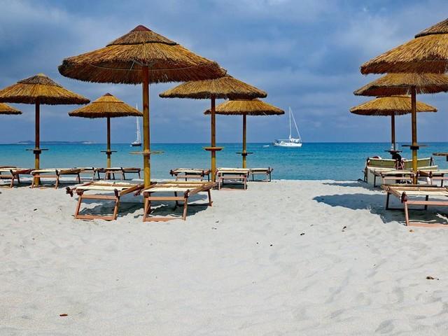 Sardaigne : un couple de français risque jusqu'à 6 ans de prison pour avoir pris du sable sur une plage