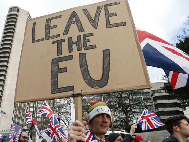 Theresa May joue l'avenir du Brexit et le sien au Parlement de Westminster