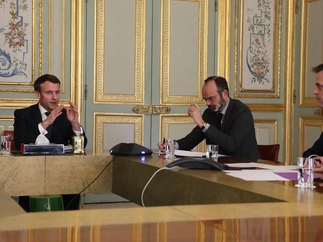 Emmanuel Macron veut l'union sacré mais sa communication la fragilise