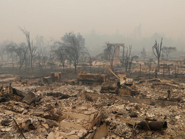 Les incendies monstres en Californie continuent de s'étendre, au moins une quinzaine de morts