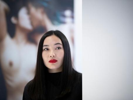 """La photographe Luo Yang expose à Paris sa série """"Girls"""" sur les filles chinoises"""