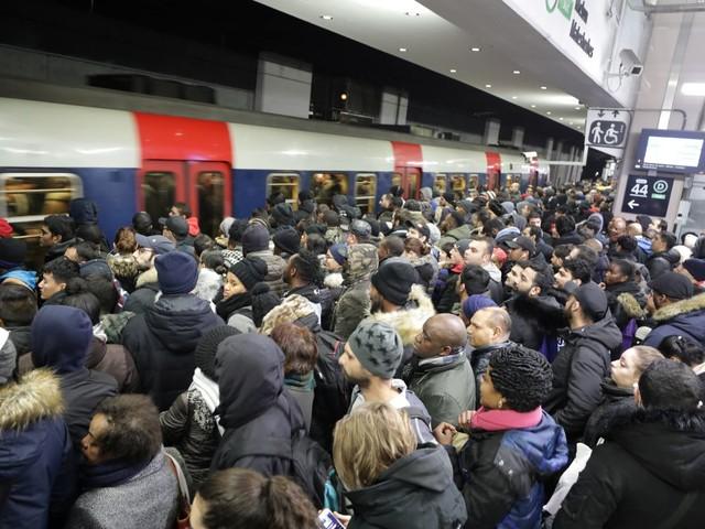France: Nouvelle journée test pour les retraites, les transports perturbés