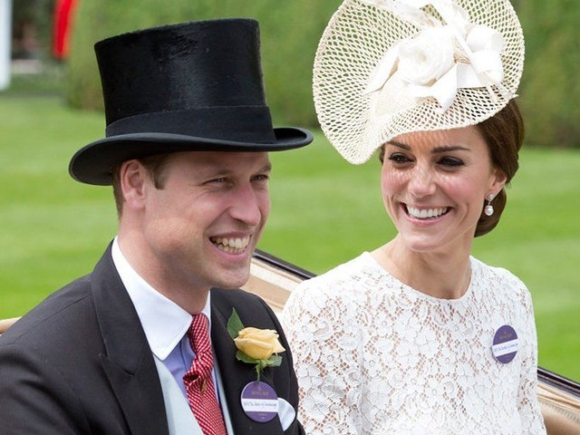 Prince William et Kate Middleton rejoignent l'Angleterre à bord d'un vol low cost