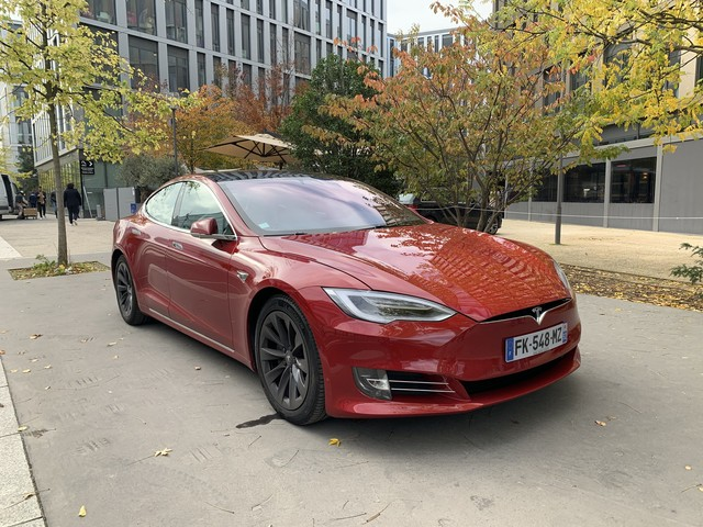Tesla : on a testé l'OS 10, ses jeux, son application Netflix et Youtube en voiture