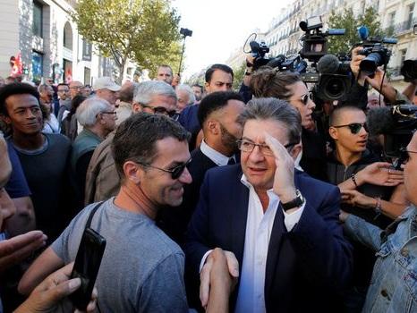"""Jean-Luc Mélenchon lance sa """"bataille de France"""" dans les rues de Paris"""