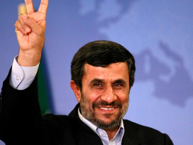 Mahmoud Ahmadinejad vole au secours de Serena Williams, critiquée par la Fédération française de Tennis pour sa combinaison