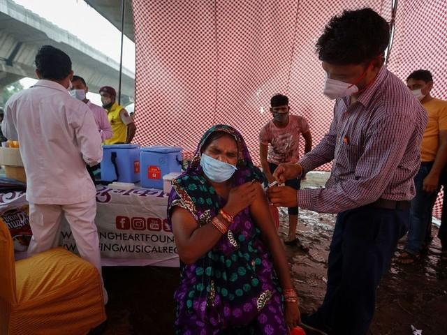 50 millions de primo-vaccinés en France, record d'injections en Inde... le point sur le coronavirus