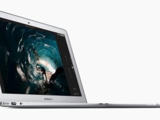 Il y a 10 ans, Steve Jobs sortait le superbe et fin MacBook Air ... d'une enveloppe !