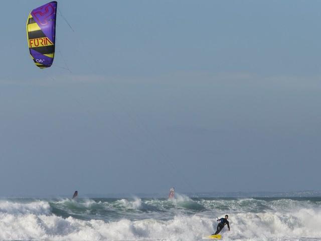 Calvados : emporté par une bourrasque, un kite surfeur grièvement blessé à la tête à Houlgate