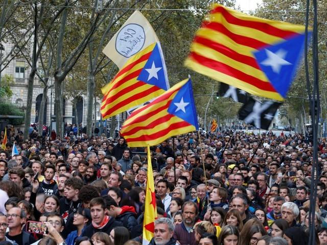 Les séparatistes manifestent en Catalogne à la veille des législatives