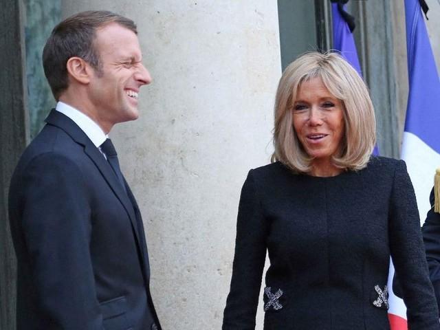 Emmanuel et Brigitte Macron : leur biographe révèle comment jouent de leurs 24 ans d'écart !