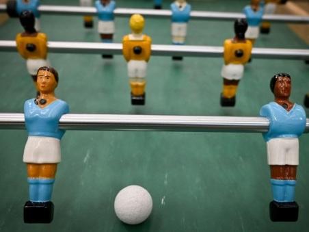 Dans les campus, un nouveau baby-foot hommes-femmes pour davantage d'égalité