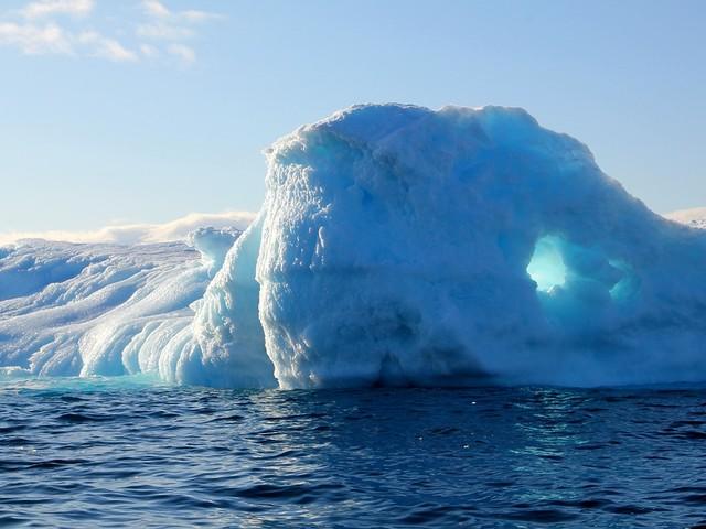 Groenland : 12,5 milliards de tonnes de glaces ont fondu dans la mer en seulement une journée