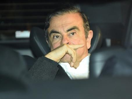 Carlos Ghosn, sous la menace de nouvelles poursuites, convoque la presse