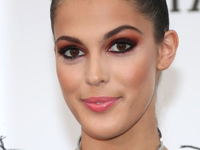 Iris Mittenaere : l'ancienne Miss Univers de retour dans un cabinet de dentiste