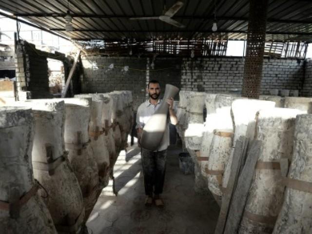 A Shamma, un atelier fabrique des vases à partir de la terre d'Egypte