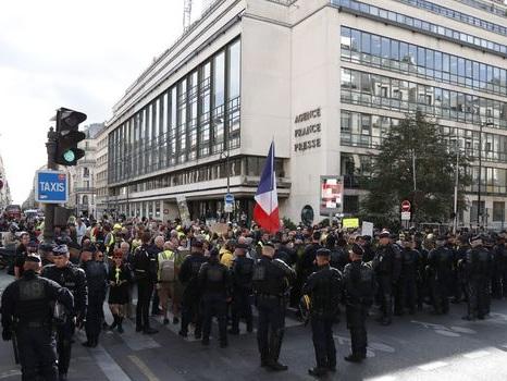 "Des ""gilets jaunes"" s'invitent à la 21e Techno Parade"
