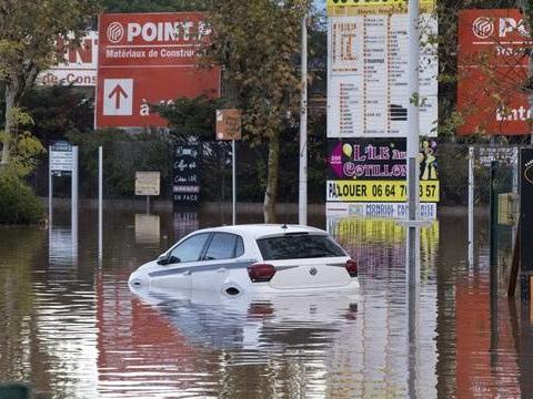 Météo-France: Dix-neuf départements en vigilance orange, les Pyrénées-Atlantiques placées en alerte rouge