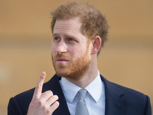 Tout juste arrivé au Canada, le prince Harry menace les paparazzi