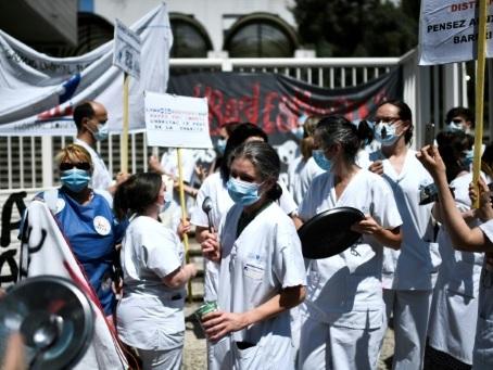 """Coronavirus: l'épidémie ralentit, un """"Ségur de la Santé"""" pour panser l'hôpital et les soignants"""