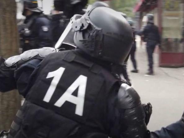"""""""Gilets jaunes"""" : le premier policier jugé à Paris pour violences condamné à deux mois avec sursis"""