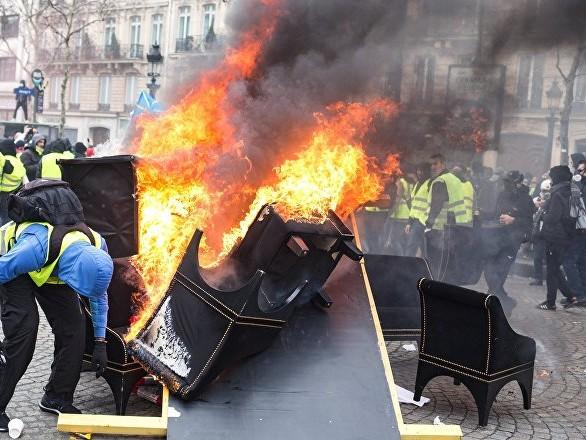 La justice tranche après l'incendie du péage de Narbonne par des Gilets jaunes