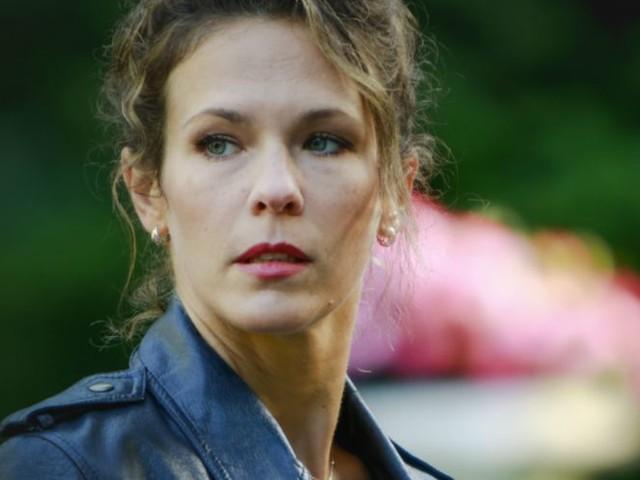 """Lorie explique pourquoi elle aimerait """"des rôles un peu sombres"""""""
