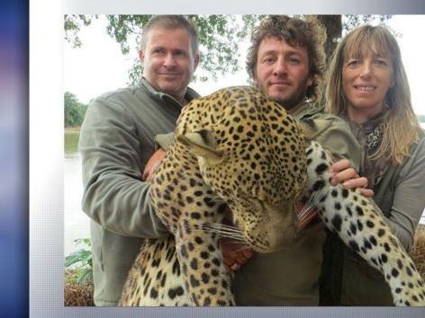 Rhône: les gérants d'un Super U épinglés pour des photos de chasse en Afrique