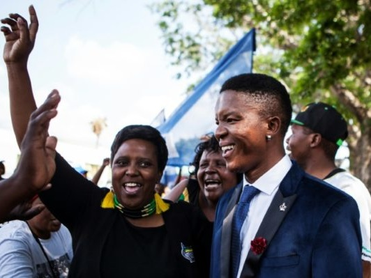 Afrique du Sud: la justice réduit en appel la peine de Blancs qui avaient mis un Noir dans un cercueil
