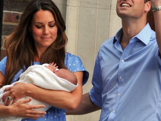 """Kate Middleton """"isolée"""" à la naissance de George : elle se confie"""