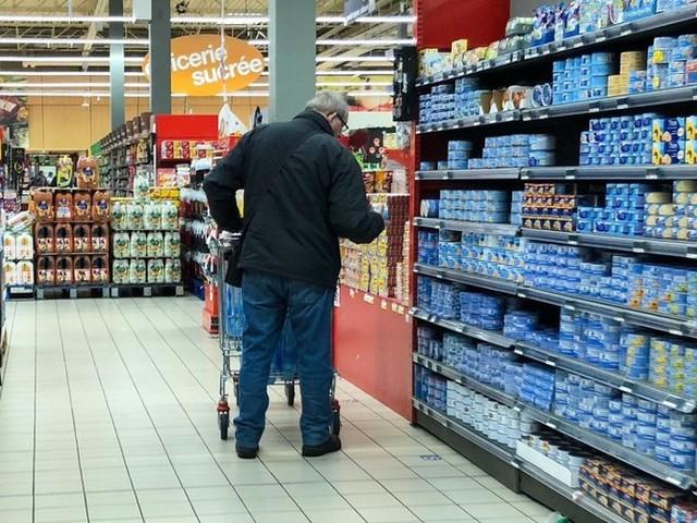 Isère : il s'enferme volontairement la nuit dans un hypermarché et se sert dans les rayons