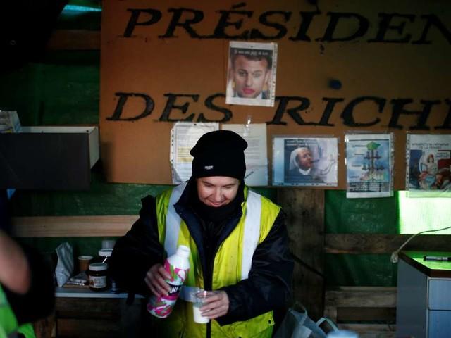 Des «gilets jaunes» près de Nantes: «Macron nous lâche des miettes de pain»