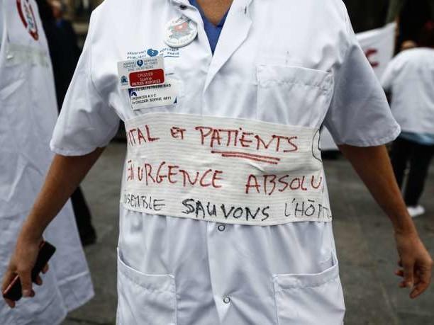 Hôpitaux: silence, on coule!