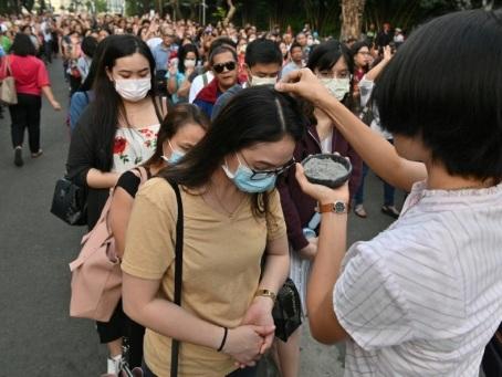 """Aux Philippines, un Mercredi des Cendres """"sans contact"""" à cause du coronavirus"""