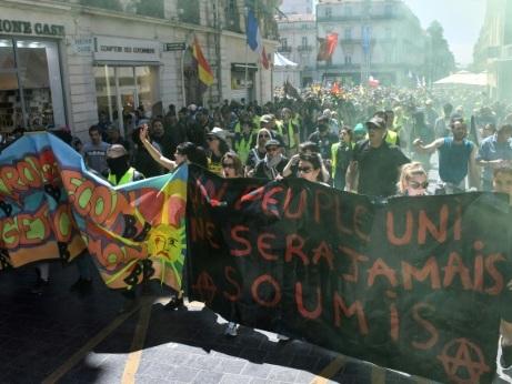"""""""Gilets jaunes"""": faible mobilisation pour l'acte 30, sauf à Montpellier qui résiste"""