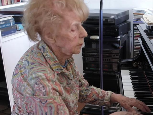 À 104 ans, Colette sort son quatrième disque et nous partage son amour de la musique classique