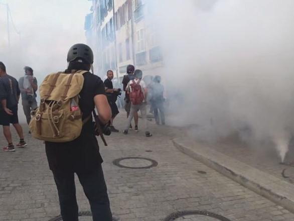 La police fait usage de gaz lacrymogène et de canons à eau contre des manifestants près de Biarritz