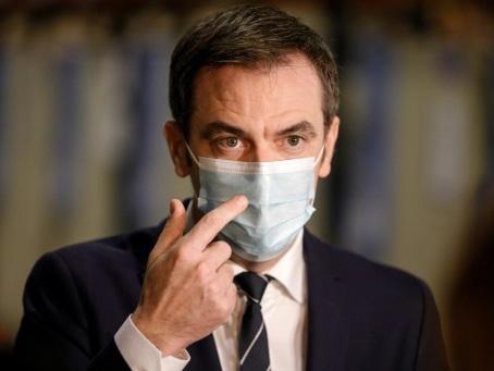Vaccins: en Seine-et-Marne, Véran assiste aux derniers tests logistiques