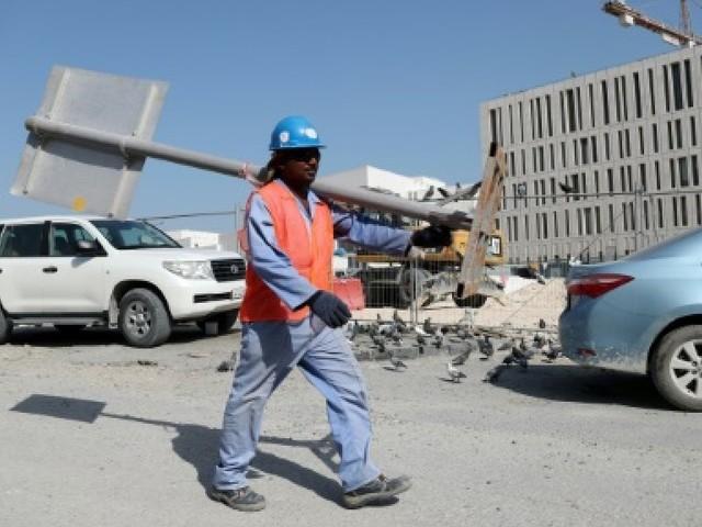 Mondial-2022: un rapport dénonce les conditions de travail des ouvriers au Qatar