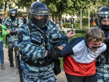 En Russie, une ONG s'active pour protéger les manifestants face à la machine judiciaire