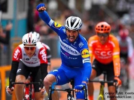 Julian Alaphilippe fait peur aux sprinteurs Fantasme des sprinteurs, Milan-Sanremo fait rêver les plus rapides du peloton mais aussi Julian Alaphilippe au premier rang des favoris, ce samedi en Italie. La Cipressa et le Poggio, les deux dernières difficultés de la « classicissima », la Via Roma, la ligne d'arrivée au coeur de Sanremo, relèvent du mythe du cyclisme. - (Centre Presse)