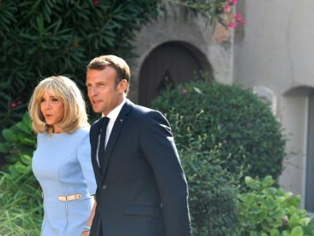 """Emmanuel et Brigitte Macron mercredi à Brégançon """"pour quelques jours"""""""