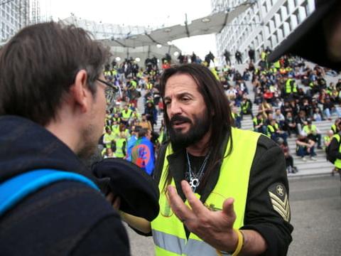 Liste Alliance jaune aux européennes: des gilets jaunes et Francis Lalanne élus?