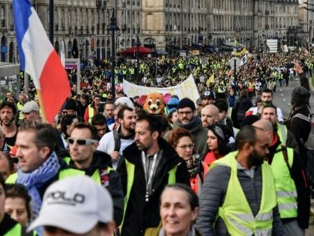 """""""Gilets jaunes"""": 4.000 manifestants à Bordeaux, selon la préfecture"""