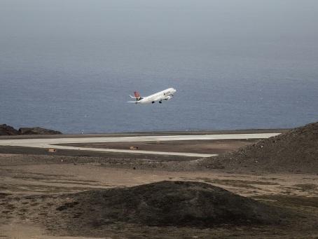 L'aéroport de Sainte-Hélène, bouée de sauvetage d'une industrie touristique aux abois