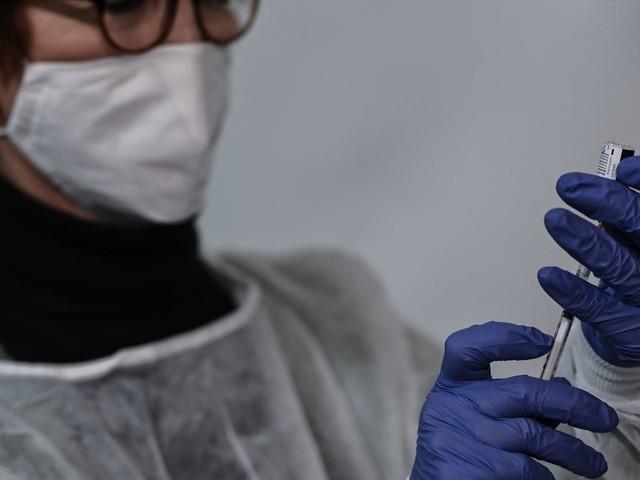 """Covid-19 : la vaccination des enfants """"n'est pas d'actualité"""", selon l'infectiologue Benjamin Davido"""