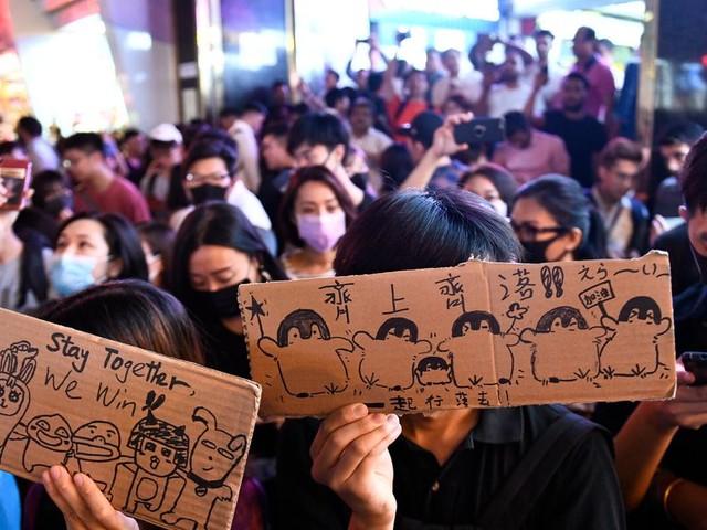 Le gouvernement de Hong Kong retire officiellement le projet de loi qui a déclenché les manifestations