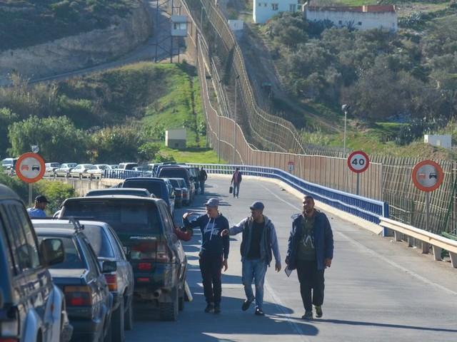 Un migrant subsaharien caché dans le double-fond d'une voiture découvert à Melilla
